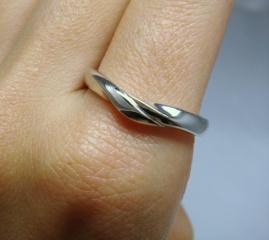 【俄(にわか)の口コミ】 指にとってもフィットしました。デザイン性は最高で、存在感がありうれし…