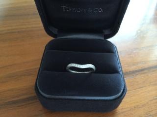 【ティファニー(Tiffany & Co.)の口コミ】 指がぽっちゃりしているので、V字ラインによって指をスッキリ見せる効果が…