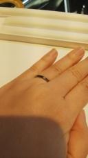 【Aroode(アローデ)の口コミ】 指輪に色を入れられてとてもきれいに見えます。 材質はジルコニウムですが…