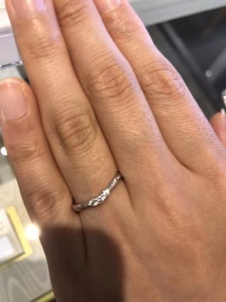 【JEWELRY  KAMATA(ジュエリーかまた)の口コミ】 華奢な雰囲気の指輪ですが、手が綺麗に見える素敵なデザインでした。ダイ…