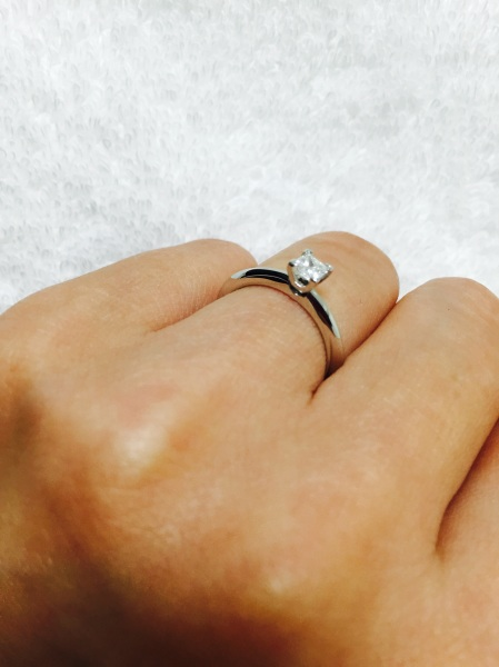 buy online 8ddd0 2eedd 自分で選んだ指輪を試着しました。直感で選び、一目惚れでした ...