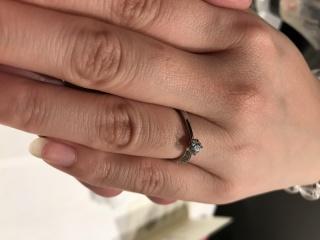 【ラザール ダイヤモンド(LAZARE DIAMOND)の口コミ】 大好きな彼女に、記念日にプロポーズしようと思って婚約指輪を買いました…