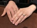 【VANillA(ヴァニラ)の口コミ】 婚約指輪と一緒に着けることを考えて選びました。 細めのもので、少しダイ…