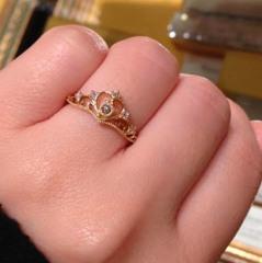 【ケイウノ ブライダル(K.UNO BRIDAL)の口コミ】 プリンセスの様な王冠の様なデザインの一風変わった指輪が欲しかったので…