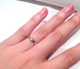 【ティファニー(Tiffany & Co.)の口コミ】 一般的な婚約指輪によく見られる、大きい一粒ダイヤがでっぱった形でつい…