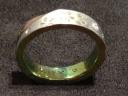 【SORA(ソラ)の口コミ】 色々指輪を見て悩んでいましたが、華奢なデザインよりもしっかりしていて…