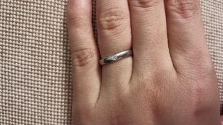【フラー・ジャコー(FURRER-JACOT)の口コミ】 決め手は飽きのこないシンプルなデザインで指輪の付け心地がいいこと。それ…