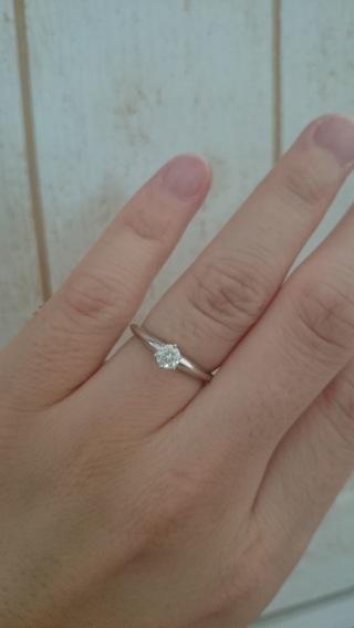 【さくらダイヤモンドの口コミ】 たくさんの指輪がある中から選んだ理由は、専用のスコープでのぞくとダイ…