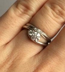 【voulez vous(ヴーレ・ヴー)の口コミ】 ウェーブの形と、この価格で大小2つのダイヤを楽しめるところがよくて、全…