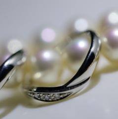 【ラザール ダイヤモンド(LAZARE DIAMOND)の口コミ】 結婚指輪は、ダイヤがたくさん散りばめられているわけではなく、ポイントと…