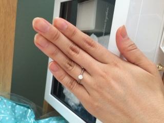 【4℃(ヨンドシー)の口コミ】 エンゲージリングのザ・王道といった言った形がよかったので1粒ダイヤの…