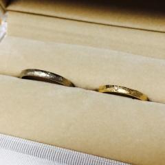 【メデルジュエリー(Mederu jewelry)の口コミ】 デザインで選びました。 ピカピカした指輪より、指に馴染むような質感の指…