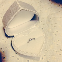 【WATANABE / 宝石・貴金属 渡辺の口コミ】 メレダイヤのデザインで上品かつ豪華に見え、結婚指輪と重ねられそうな細…