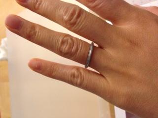 【ティファニー(Tiffany & Co.)の口コミ】 この指輪の決め手は、シンプルさの中に少しの個性がある点でした。 ダイヤ…