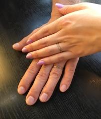 【&tiqueの口コミ】 夫からこんな感じの指輪が良いと提案があり、 実際に試着してみて、カット…
