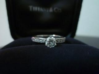 【ティファニー(Tiffany & Co.)の口コミ】 ブルガリのグリフ、コロナ、マリーミーなども候補に上がりました。 「一粒…