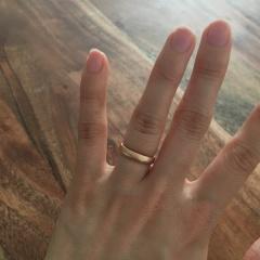 【フラー・ジャコー(FURRER-JACOT)の口コミ】 シンプルな指輪を探していました。自分自身の肌に合う色はシルバーよりも…