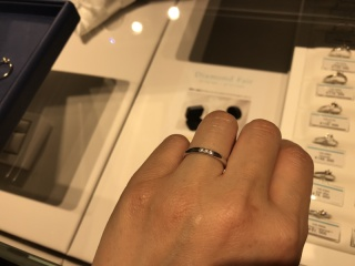 【銀座ダイヤモンドシライシの口コミ】 とにかく指輪がたくさんあるので、自分の好きな形、太さなどが選び放題だ…