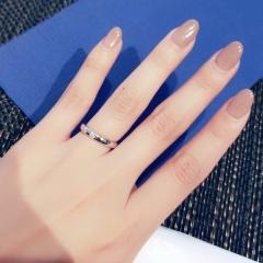 【ラザール ダイヤモンド(LAZARE DIAMOND)の口コミ】 買うなら絶対ストレートのダイヤモンドが施してあるデザイン!と決めてま…