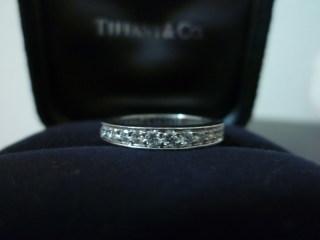 【ティファニー(Tiffany & Co.)の口コミ】 プラチナの傷が目立ってくると輝きがなくなってしまうのが嫌だったので、エ…