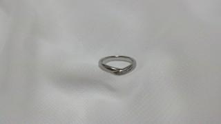 【アイプリモ(I-PRIMO)の口コミ】 指輪の一部がV字にくびれているところが気に入り、結婚指輪として購入しま…