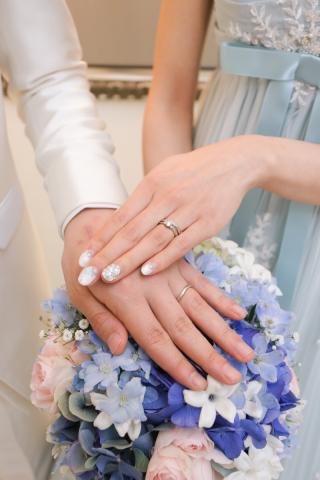 【4℃(ヨンドシー)の口コミ】 割と大きな手でもスラット見えるデザインが気に入りました。 婚約指輪と結…