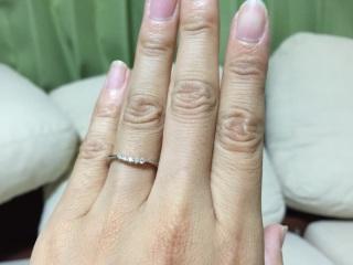 【アイプリモ(I-PRIMO)の口コミ】 婚約指輪の購入予定がなかったので、少し華やかな指輪を探していました。指…