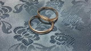 【Pink Dolphin Diamond(ピンクドルフィンダイヤモンド)の口コミ】 女性の指輪にピンクダイヤモンドが入っていること・男性の指輪に艶消し加工…