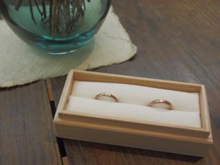 【uchimari(ウチマリ)の口コミ】 あまりギラギラしたものは好みでなく、普段から指輪をつけないのでシンプ…