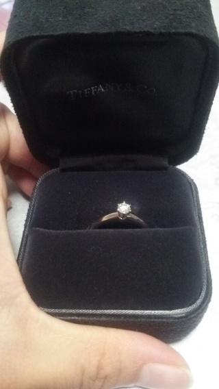 【ティファニー(Tiffany & Co.)の口コミ】 結婚指輪と合わせて付けても綺麗ですよと店員さんに言われて決めました。オ…
