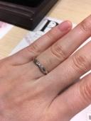 【JEWELRY  KAMATA(ジュエリーかまた)の口コミ】 指は長いのですが、太く丸かったので、その部分が強調されないように指輪…