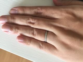 【4℃(ヨンドシー)の口コミ】 細かいダイヤがライン状に散りばめられていて、どの角度から見てもキラキ…
