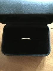 【エクセルコダイヤモンド(EXELCO DIAMOND)の口コミ】 毎回はめるものなので、なるべくシンプルな指輪を探していました。どのお店…