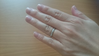 【ラザール ダイヤモンド(LAZARE DIAMOND)の口コミ】 結婚指輪は毎日つけるものなので、邪魔にならないシンプルなデザインが良…