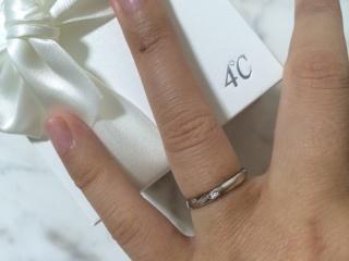 【4℃(ヨンドシー)の口コミ】 毎日結婚指輪をつけていたいので、なるべくシンプルで手に馴染むものを探…