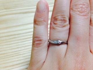 【スタージュエリー(STAR JEWELRY)の口コミ】 同じようなデザインは他のブランドでもあったが、婚約指輪がここのブランド…
