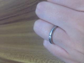 【ラザール ダイヤモンド(LAZARE DIAMOND)の口コミ】 変形に強い鍛造であることと、小さいけどダイヤがついていることが気に入…