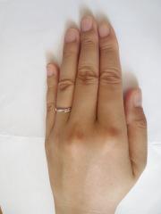 【銀座ダイヤモンドシライシの口コミ】 指に穏やかなデザインは翼になるようにデザインされています。簡単なデザ…