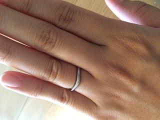 【ブルガリ(BVLGARI)の口コミ】 婚約指輪と重ね付けしたかったので結婚指輪はV字になったデザインを探して…