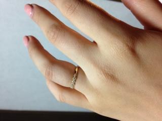 【PAVEO CHOCOLAT(パヴェオショコラ)の口コミ】 似たようなデザインもいくつかありましたが、ダイヤがグルリと全面に付いて…