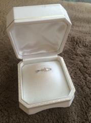 【ウエダの口コミ】 中央にダイヤモンドの入った、シンプルなデザインを選びたいと思っていま…