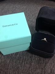 【ティファニー(Tiffany & Co.)の口コミ】 ティファニーの指輪の中でも一番定番のデザインでシンプルな美しさに惹かれ…