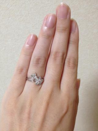 【ジュエリーツツミ(JEWELRY TSUTSUMI)の口コミ】 最初は、店頭でダイヤのクオリティについて説明を受けたり、一粒ダイヤの…