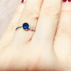 【J.C.BAR(ジェーシーバール)の口コミ】 誕生石を入れての婚約指輪を考えていたのでそれに対しての石の在庫数や価…