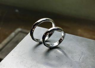 【ichi(イチ)の口コミ】 沢山の指輪をみた結果、シンプルなものに行き着きました。 どこにお願いし…