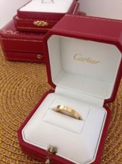 【カルティエ(Cartier)の口コミ】 最初は定番の立爪タイプにしようと思っていましたが、引っ掛かりが気にな…