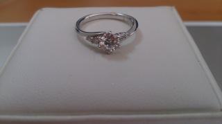【宝寿堂(ほうじゅどう)の口コミ】 ダイヤモンド卸のお店で、低価格で豪華なダイヤモンドを購入することが出…
