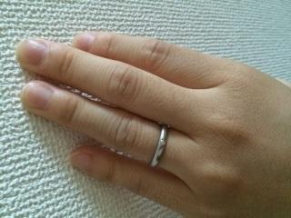 【ティファニー(Tiffany & Co.)の口コミ】 ティファニーの昔からある王道の形であるこちらの指輪にしました。 旦那は…