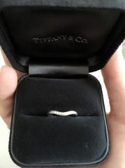 【ティファニー(Tiffany & Co.)の口コミ】 しんぷるだけど、前からみると全体にダイヤがちりばめられていて、非常に存…