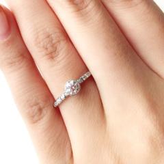 【BRIDGE(ブリッジ)の口コミ】 キラキラと輝きダイヤモンドの存在感が大きいリングを探していたところこ…